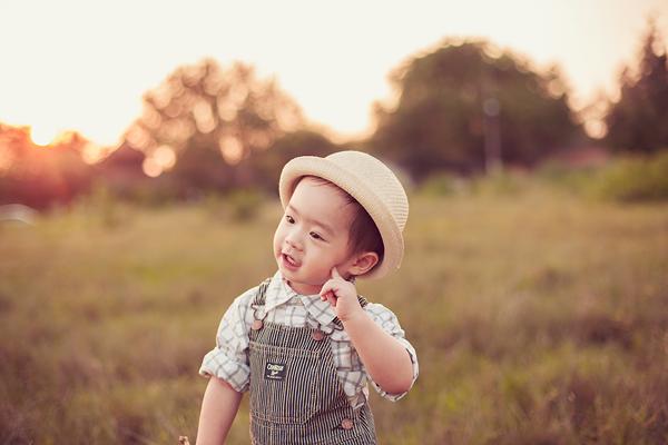 Con trai Lý Hải sành điệu tung tăng trên đồng cỏ 8