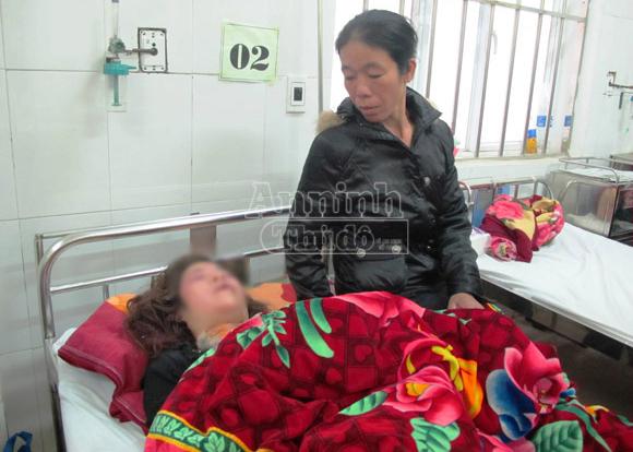 Đang ngủ, một thiếu nữ bị đâm dao vào đầu 2