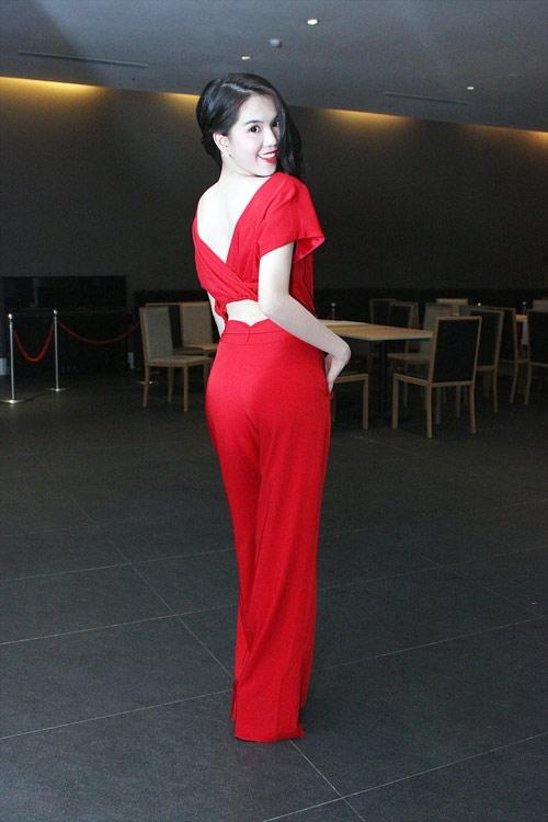Phong cách thời trang quyến rũ của Ngọc Trinh 1