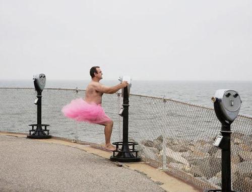 Chồng mặc váy hồng ủng hộ vợ chữa ung thư 3