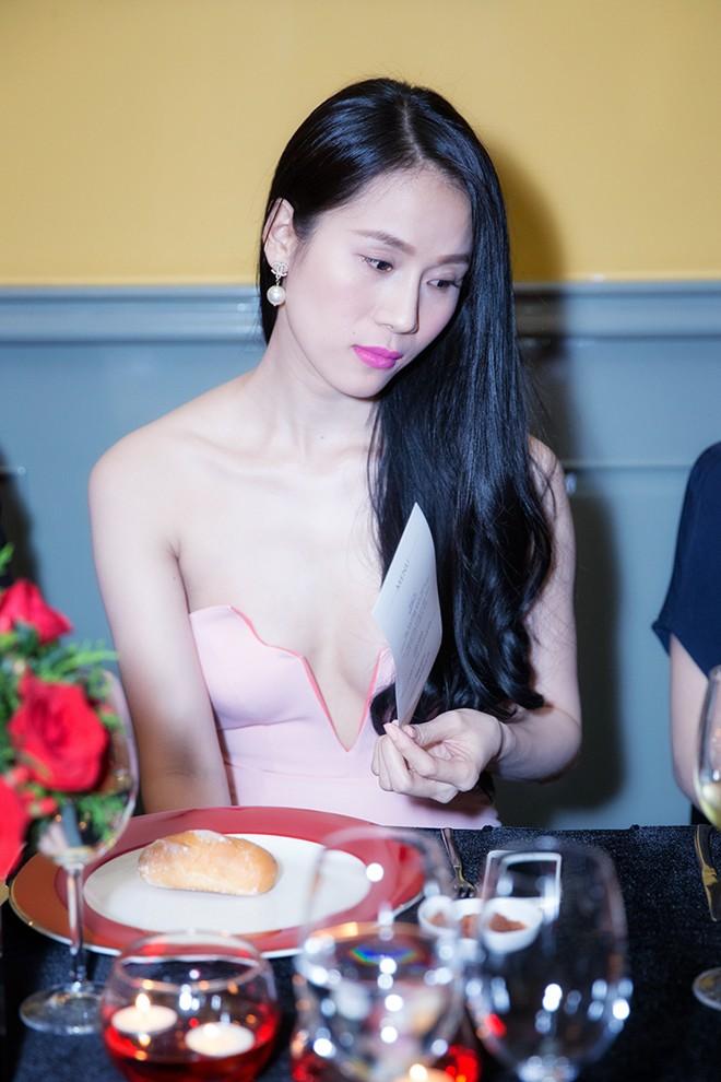 Minh Hằng váy hở táo bạo đi dự tiệc cuối năm của Lý Nhã Kỳ 5