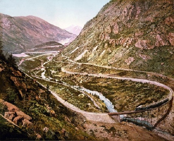 """Các tuyến đường sắt đẹp """"hiểm trở đến thót tim"""" trên thế giới 8"""