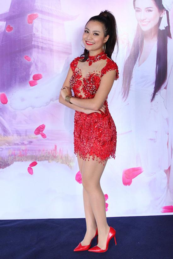 """""""Tuyệt chiêu"""" khoe chân... siêu ngắn của mỹ nhân Việt 10"""