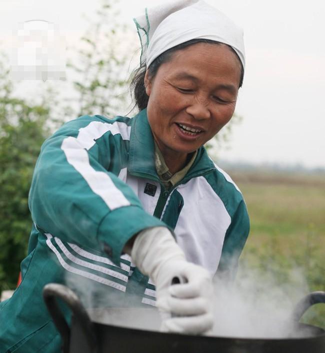 Những phụ nữ bán ngô luộc thu 30 triệu đồng/tháng 10