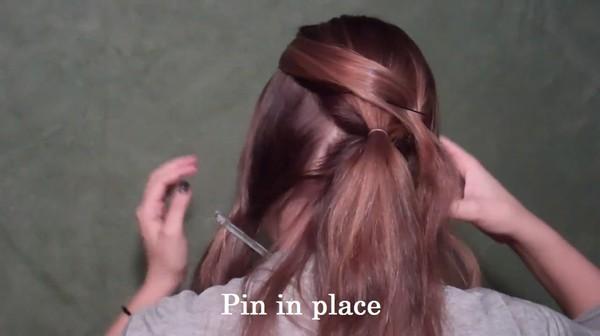 Tự thực hiện 3 kiểu tóc duyên dáng tới công sở 6