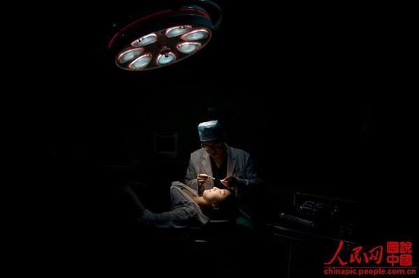 """Toàn cảnh quy trình phẫu thuật thẩm mỹ của thiếu nữ Hàn gây """"sốt"""" 11"""