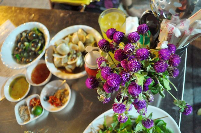 Quán hải sản ngon rẻ hiếm thấy khu phố cổ 1