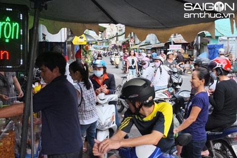 Những món quà vặt xếp hàng ăn ở Sài Gòn 8