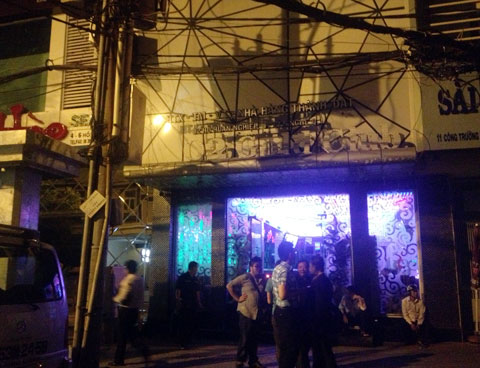 Trăm cảnh sát đột kích vũ trường lớn nhất Sài Gòn 2