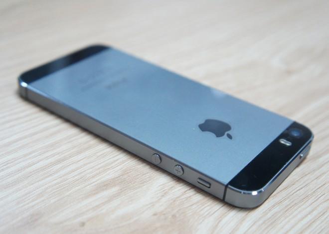 Ồ ạt bán iPhone cũ để lên đời 5S 1