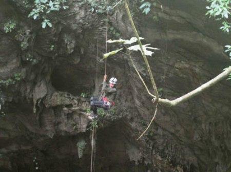 Phát hiện hang động lớn nhất thế giới ở Quảng Bình 1