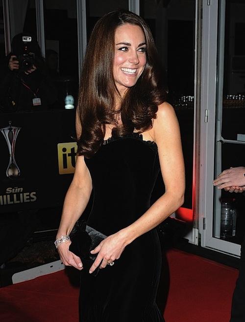 Khám phá bộ sưu tập túi lịch lãm của công nương Kate Middleton 10