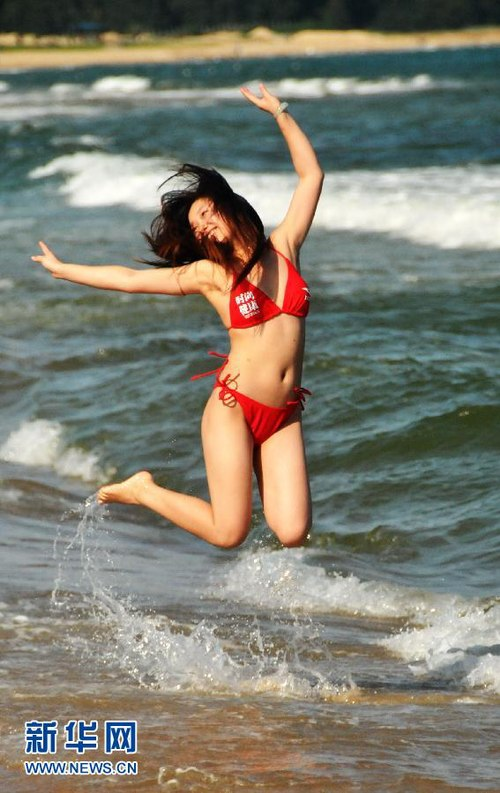 Ngắm rừng người đẹp nhảy múa bên bãi biển 7