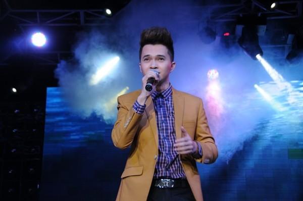 Lâm Chí Khanh bóp nghẹt vòng 1 trong đêm nhạc từ thiện 15