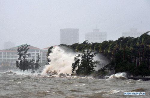 Cận cảnh sức tàn phá của bão Kalmaegi ở miền nam Trung Quốc 3