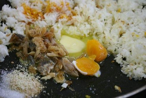 Cách làm món cơm chiên cá mặn 5