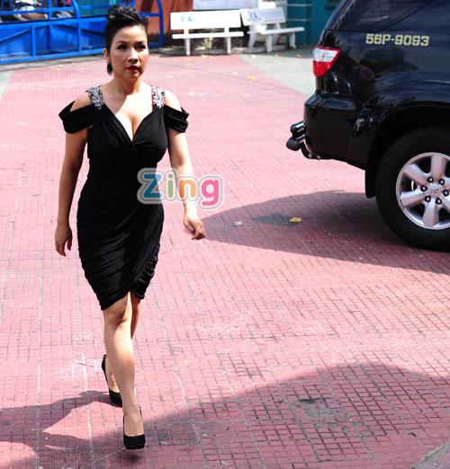 Hồng Nhung mặc táo bạo đi chấm The Voice 8