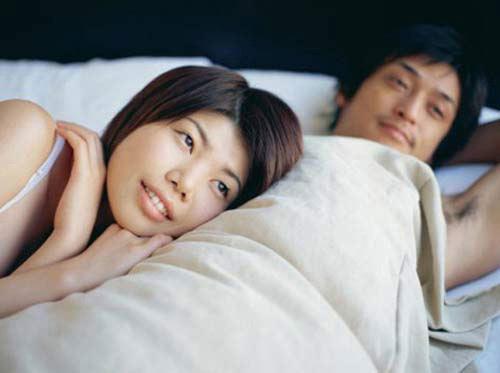 """Ngủ với tình cũ để """"che đậy"""" quá khứ 1"""
