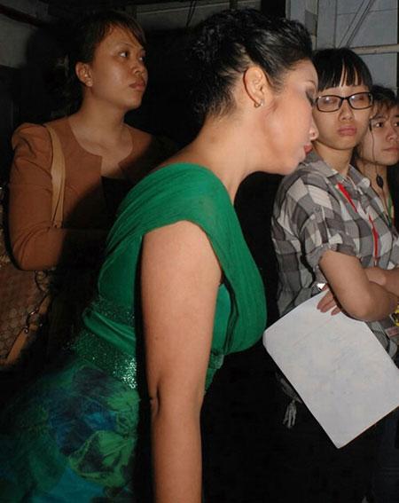 Tư thế ngủ gật hài hước của sao Việt 4