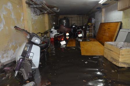 TPHCM bị ngập khủng khiếp sau trận mưa và triều cường 9