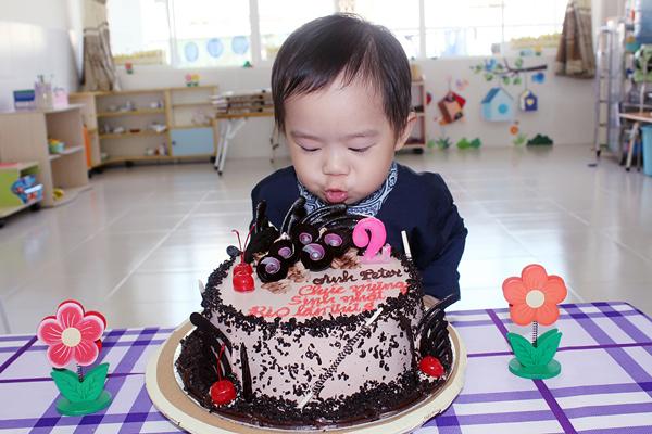 Con trai Lý Hải đòi hôn bạn gái cùng lớp trong sinh nhật 2 tuổi 2