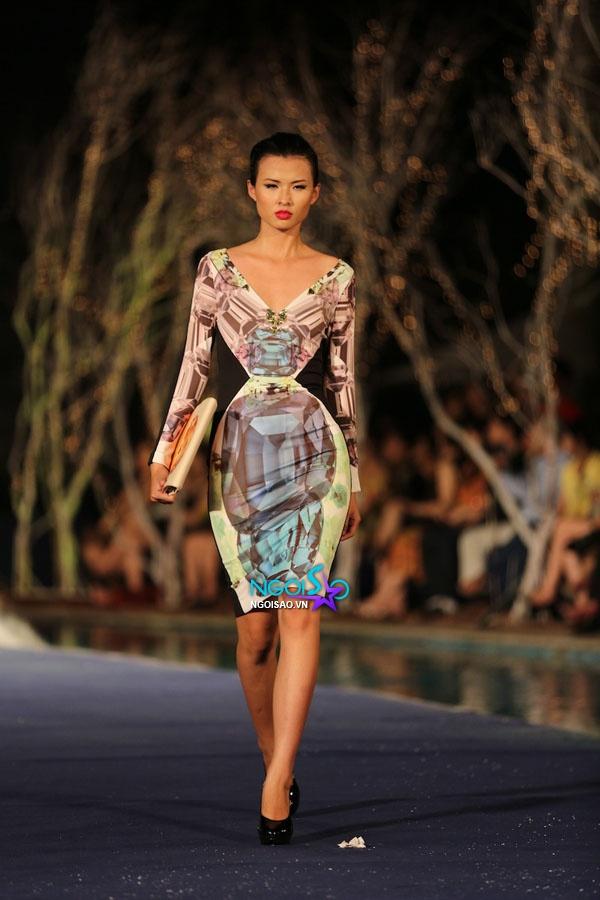 Hoa hậu Thùy Dung, Diễm Hương quyến rũ trong trang phục màu sắc 15