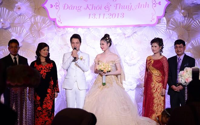 Tuấn Hưng đưa bạn gái vừa tái hợp đi tiệc cưới Đăng Khôi 12