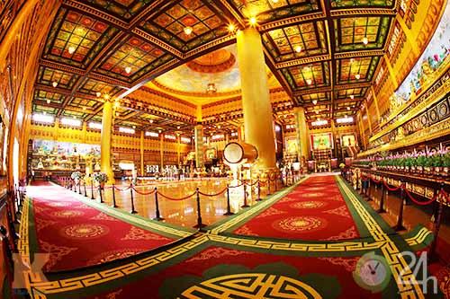 Chiêm ngưỡng đền thờ dát vàng giá ngàn tỷ tại Việt Nam 8
