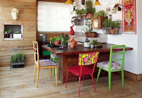 Nhà nổi bật nhờ những chiếc ghế màu sắc... cọc cạch 6