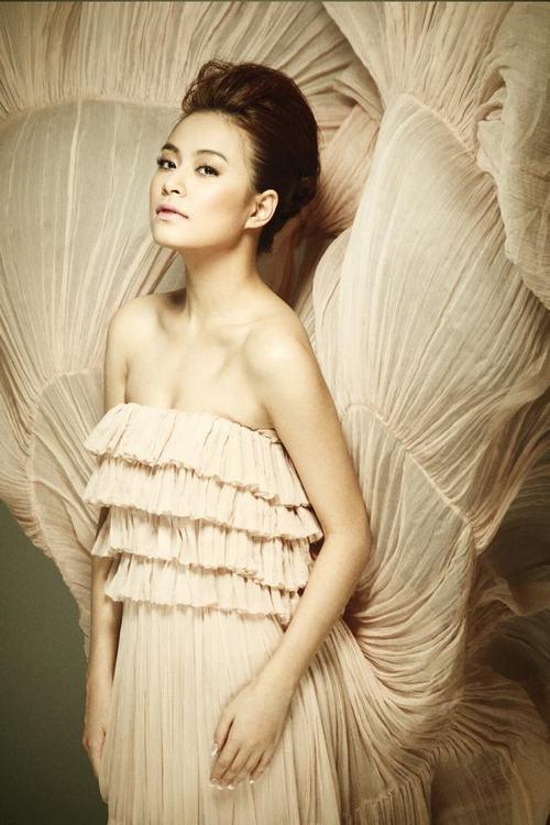 """Hoàng Thùy Linh: Hơn cả """"gợi cảm"""" là... 4"""