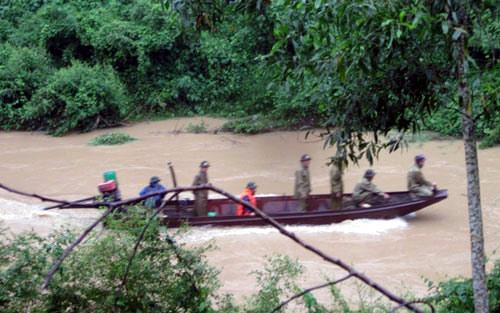 350 người tìm kiếm 5 nạn nhân bị lũ cuốn trong biển nước 3