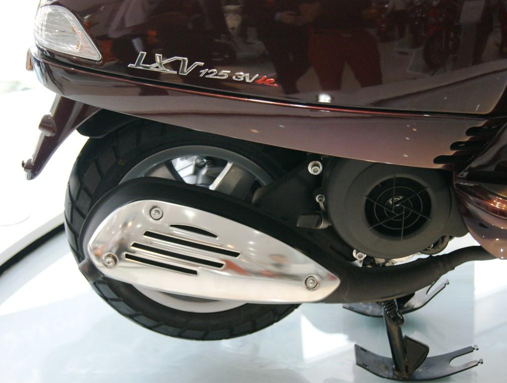 """Cận cảnh Vespa LXV """"siêu"""" tiết kiệm xăng 5"""