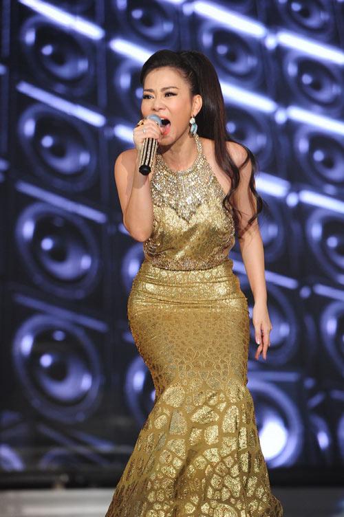 Thu Minh chi 700 triệu sắm hàng hiệu mặc trong Liveshow 1