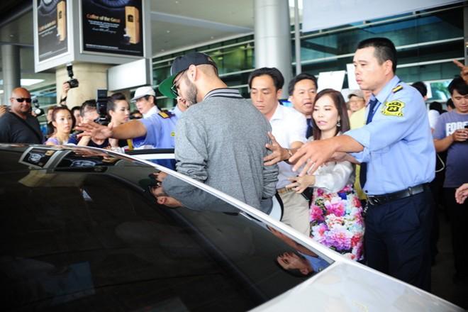 'Trai đẹp bị trục xuất' đến Việt Nam: Không long lanh như ảnh 6