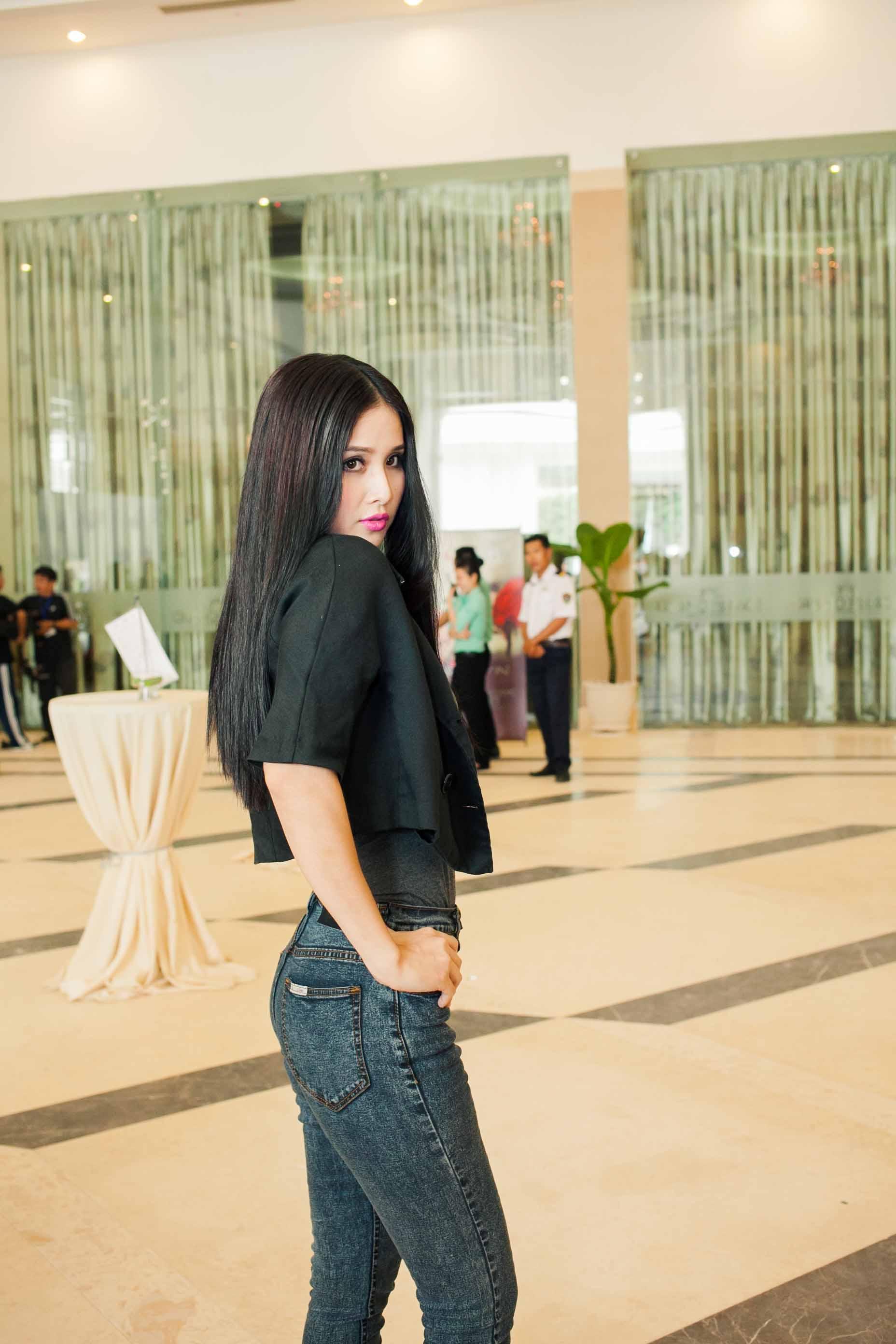 Vợ tiền đạo Phan Thanh Bình bị chê trang điểm đậm ở Top Model 3