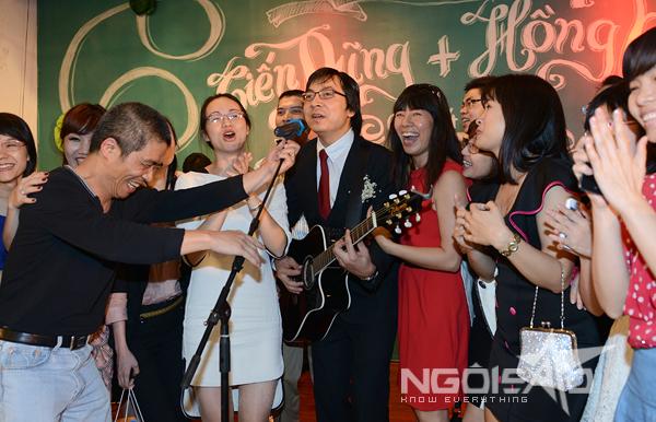 GS Xoay song ca cùng vợ trong đám cưới 5