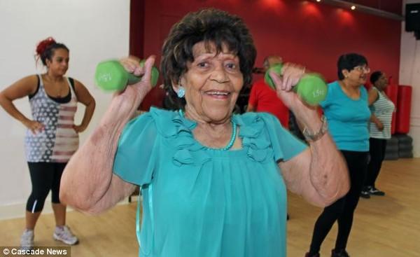 Choáng với cụ bà 101 tuổi vẫn tập gym đều đặn như thanh niên 3