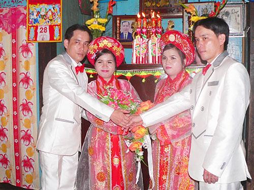 Đám cưới song sinh lạ lùng ở Việt Nam 1