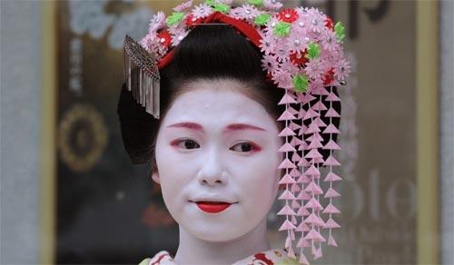 Ngắm các nữ sinh geisha Nhật xinh đẹp xuống phố 5