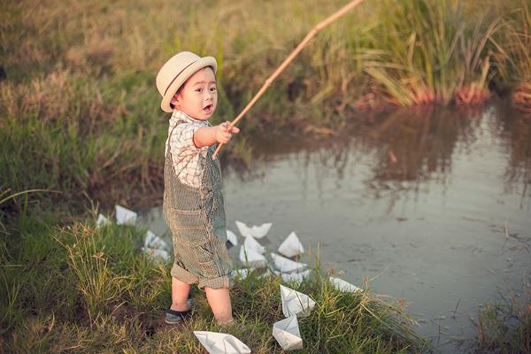 Con trai Lý Hải sành điệu tung tăng trên đồng cỏ 4