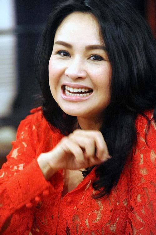 Diva Việt quyến rũ khi diện váy gam đỏ 11