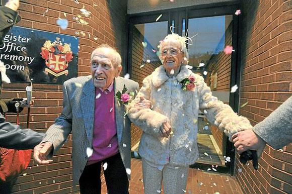 Gần 100 tuổi vẫn kết hôn vì trúng tiếng sét ái tình 4