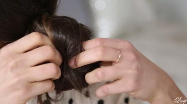3 kiểu tóc nhanh gọn, điệu đà cho ngày trễ giờ làm 18