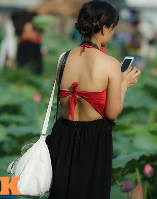 Hà Nội: Lên bà ngoại vẫn mặc yếm chụp ảnh sen 14