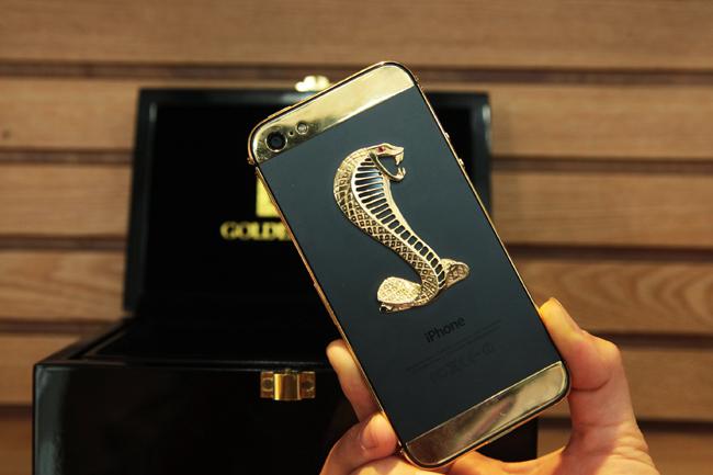 Ngắm iPhone 5 đúc vàng, khảm rắn giá 290 triệu ở VN 1