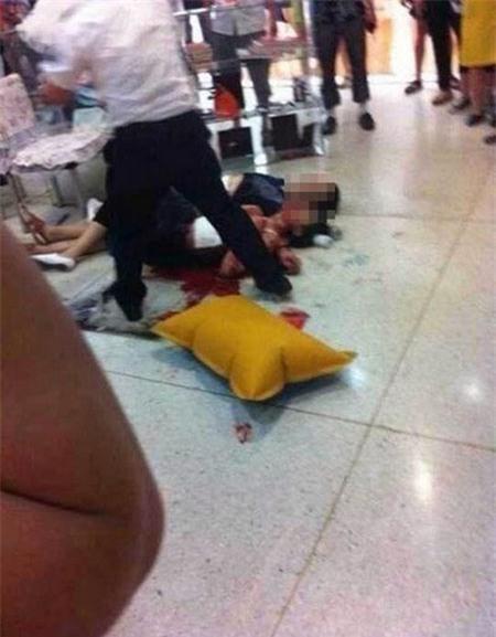 Giết bạn gái giữa siêu thị rồi tự sát 1