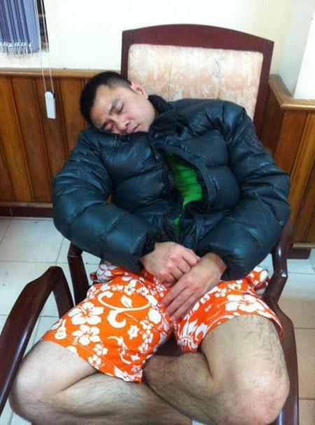 Tư thế ngủ gật hài hước của sao Việt 10