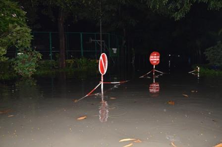TPHCM bị ngập khủng khiếp sau trận mưa và triều cường 15