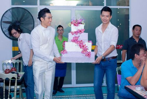 Hoa hậu Diễm Hương tổ chức sinh nhật hoành tráng toàn màu tím 12