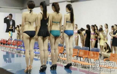 Choáng với các nữ sinh diện bikini nóng bỏng lên lớp 4